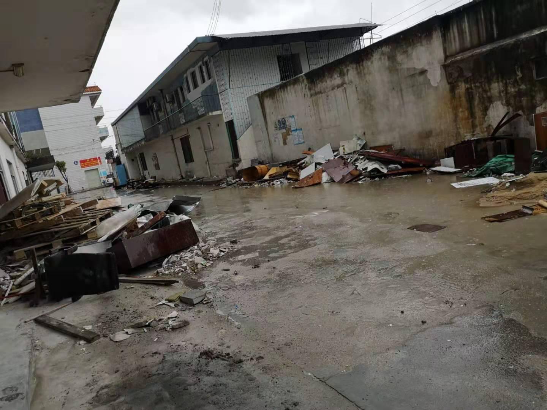 工厂拆迁有很多建筑垃圾需要清运